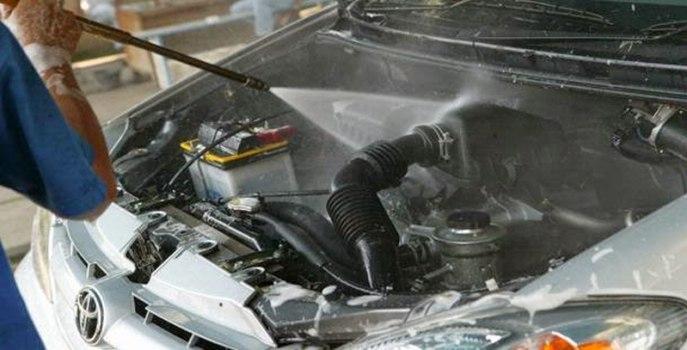 Cara Mencuci Mesin Mobil yang Aman