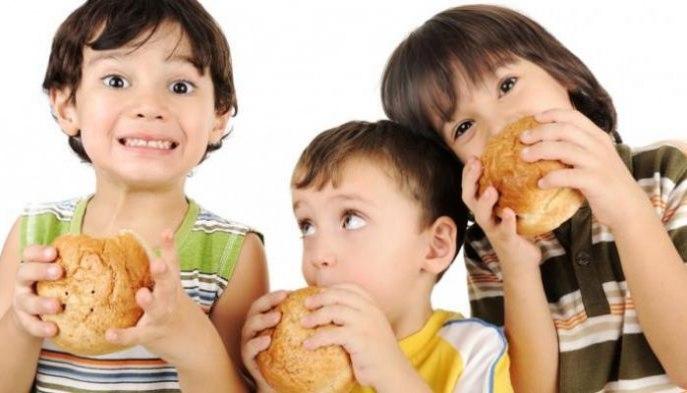 Cara Mengenalkan Anak Makanan Halal Sejak Dini