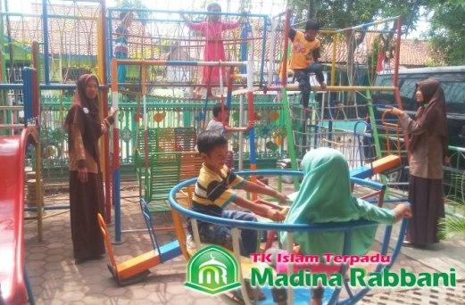 Read more about the article Baik atau Buruk Sekolah Bilingual Bagi Anak Usia Dini
