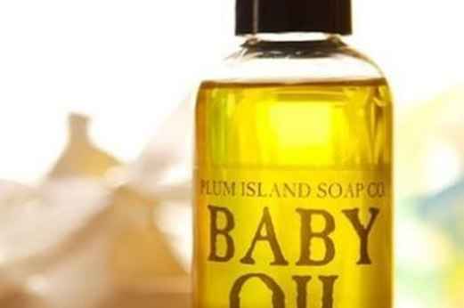 Read more about the article Manfaat Baby Oil Bagi Kecantikan