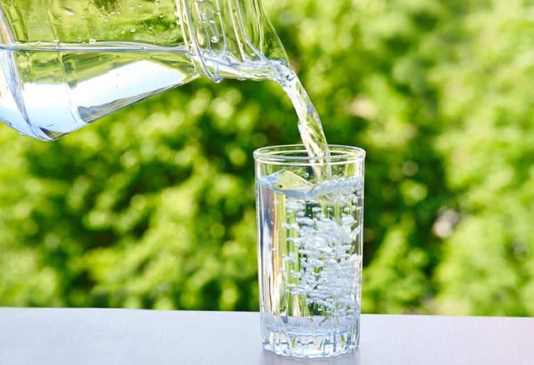 Bahaya Terlalu Banyak Minum Air Putih